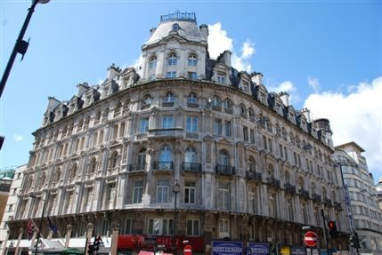 Every Hotel Piccadilly Exterior